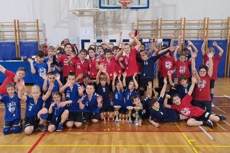 """BRAVO: sva tri zlata dječaka i srebro djevojčica Rukometnog kluba """"Gospić"""" na turniru malog rukometa u Opatiji!!!"""