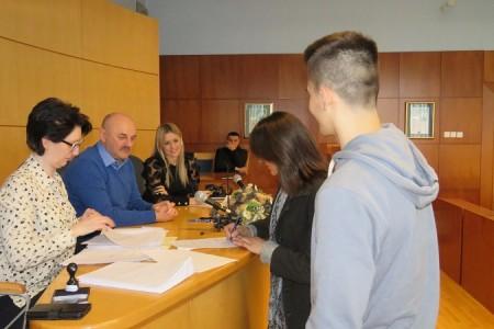 Lijepa vijest: grad Gospić stipendira 18 učenika i 16 studenata!