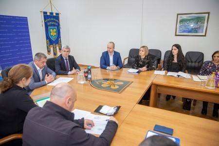 Samo su Grad Gospić i Općina Plitvička jezera objavili natječaje za zakup državnog poljoprivrednog zemljišta