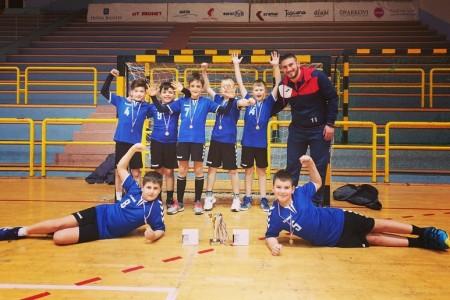 Sjajan uspjeh: mladi gospićki rukometaši srebrni u Ljubuškom, Lovro Holjevac najbolji golman, Ivano Stručić u najboljoj ekipi turnira