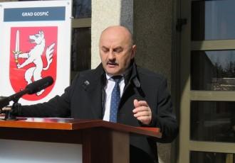 """Karlo Starčević za portal gradonačelnik.hr :""""Krizu smo dočekali sa stabilnim financijama i proračunom pa sad možemo pomoći poduzetnicima – osigurali smo im milijun i pol kuna i izravnu novčanu pomoć za održavanje likvidnosti"""""""