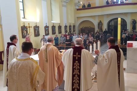 20. obljetnica biskupije Gospićko-senjske i 4. obljetnica biskupstva Zdenka Križića proslavljena u Gospićkoj katedrali
