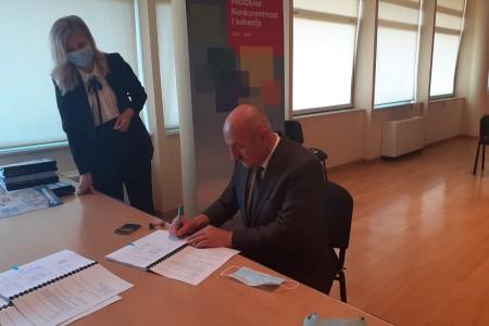 Gradonačelnik Karlo Starčević potpisao Ugovor vrijedan  gotovo 99 milijuna kuna za  implementaciju  širokopojasnog interneta
