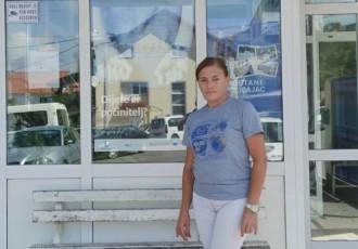 Zaposlenica Postaje granične policije u Korenici Milena Denona pronašla novčanik pun novaca i pokazala da je poštenje jedini put našeg života