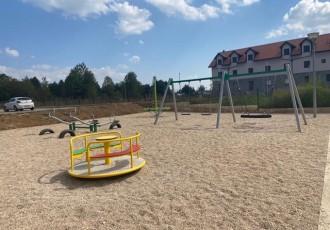 LIJEPO: Grad Gospić izgradio dječje igralište uz zgrade POS-a