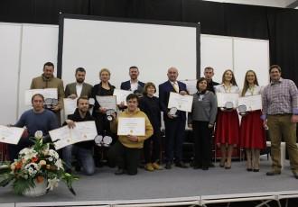 Gospodarski list i ove godine organizira ocjenjivanje meda i likera, lani je najbolja bila šljivovica obitelji Vlainić iz Perušića