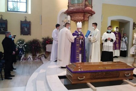 Sahranjen prvi gospićko-senjski biskup monsinjor dr.Mile Bogović