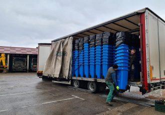 Stigli plavi spremnici za odvojeno prikupljanje otpada