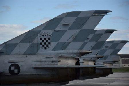 Simbolični preleti aviona i helikoptera Hrvatskog ratnog zrakoplovstva iznad Hrvatske povodom 30. obljetnice ustrojavanja Hrvatske vojske