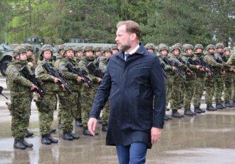 """Iz gospićke vojarne """"9.gardijske brigade Vukovi"""" u misiju na Kosovo ispraćena satnija Hrvatskog kontingenta KFOR-a"""