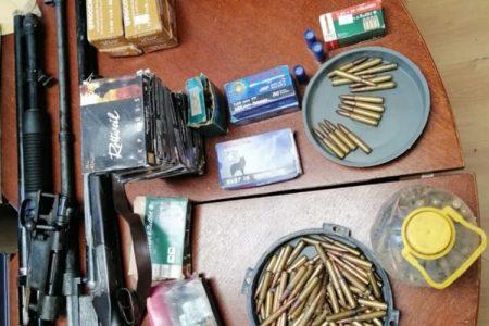 Prijetio i nedozvoljeno posjedovao puške i preko 1200 komada streljiva