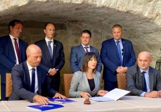 Potpisani ugovori za unaprjeđenje lučke infrastrukture na području gradova Senj i Rab