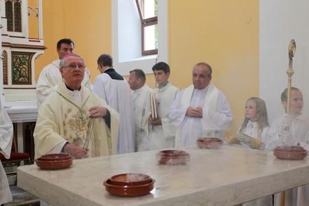 Blagoslov crkve i pučka veselica u Perušiću
