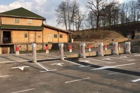 U Otočcu uskoro punionica Tesla automobila