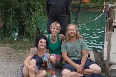 Lijepa vijest iz Slunja: tamošnji svećenik posjetio festival na Mrežnici i nazvao ga oaza mira