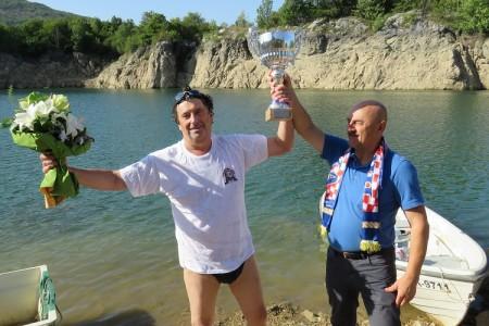 """Pod motom""""da se ne zaboravi"""" dr.Bojan Glažar osmi put preplivao 15 kilometara rijeke Like uzvodno"""