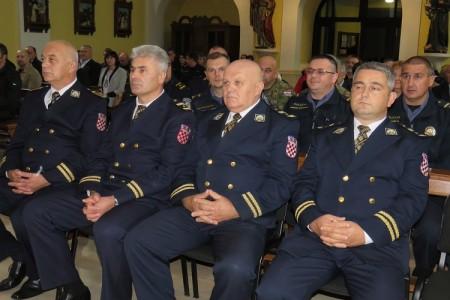 Policijska uprava Ličko-senjska obilježila blagdan Svetoga Mihovila, zaštitnika policije