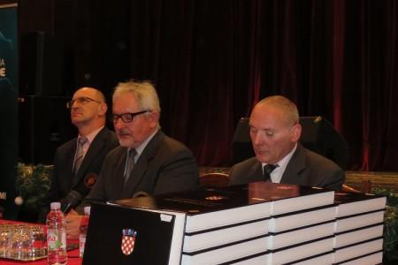 """Gromovi poručili u Gospiću: """"Nismo se borili za Hrvatsku iz koje mladi odlaze u inozemstvo""""!!!"""