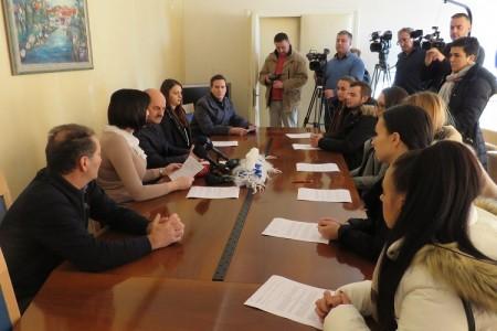 Novost u Hrvatskoj:Karlo Starčević potpisao ugovore o stipendiranju  devetero studenata koje će financirati od svoje gradonačelničke plaće