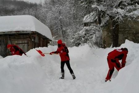 Vrijedni djelatnici i volonteri gospićkog Crvenog križa stalno na terenu!!!