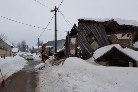Ova stara kuća u Budaku nije izdržala teret snijega
