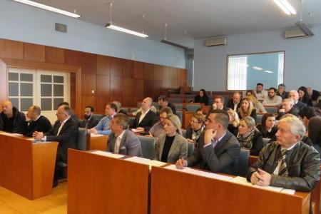 Većina u županijskoj  skupštini izglasala da je za ravnatelja ŽUC-a dovoljna i viša škola uz 3 godine staža. Predsjednica skupštine Nada Marijanović bila suzdržana!!!!