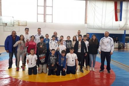 Hrvači Gospića u Zadru osvojili čak 18 medalja, od toga čak 11 zlata!!!