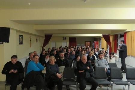 Fra Draženko Tomić održao odlično predavanje u sklopu Tribine četvrtkom u Pastoralnom centru župe Svetoga Josipa u Ličkom Osiku