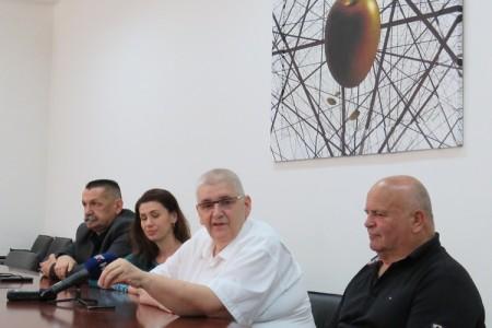 Anto  Đapić u Gospiću izjavio da  hrvatsku desnicu godinama ubija politička korektnost,a Pero Ćorić da platforma DESNO spremno čeka sve one koji će milom ili silom biti udaljeni iz HDZ-a