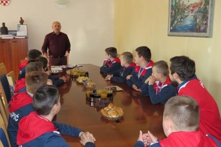 Gradonačelnik Karlo Starčević primio uspješne mlade gospićke rukometaše, budućnost rukometa u Gospiću!!!
