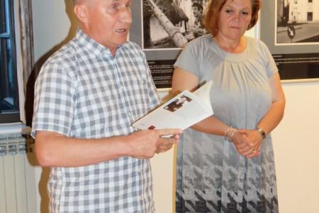 U Malom salonu Muzeja Like postavljena izložba ratnih fotografija Mladena Genca koju obavezno treba pogledati