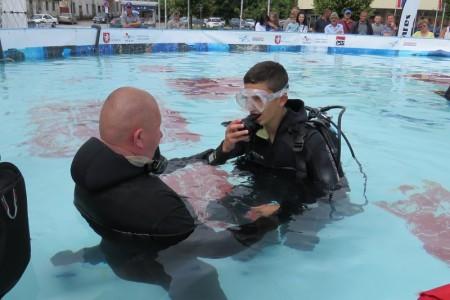 Danas i sutra na glavnom gradskom trgu u Gospiću postavljen je veliki bazen za ronjenje