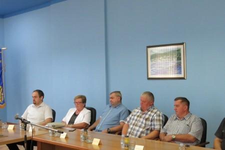 Ministar Tomo Medved u Gospiću se sastao s predstavnicima braniteljskih udruga i županom Milinovićem