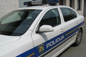 """Korenički policajci u filmskoj potjeri nakon koje je vozač kamiona koji je prevozio 24 """"ilegalca"""" skočio u rijeku Koranu!!!"""