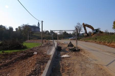 U Perušiću uskoro novom cestom i nogostupom prema crkvi Svetoga Križa