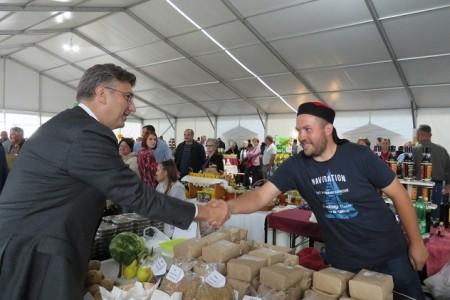 Premijer Plenković posjetio izložbu Jesen u Lici!!!Nakon stranačkog sastanka rekao je da je Darko Milinović svojom greškom otišao iz HDZ-a