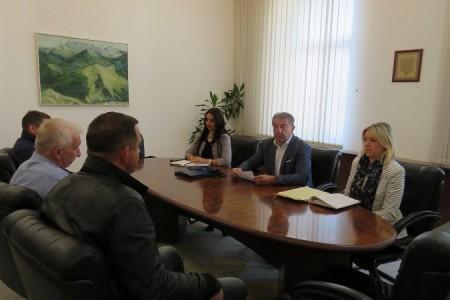 Potpisani 3,1 milijun kuna vrijedni ugovori o subvencioniranju prijevoza srednjoškolaca u županiji