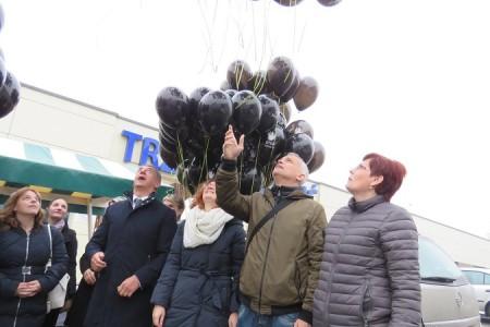 BRAVO MUŠKARCI: U Gospiću puštanjem balona u zrak iz muških ruku pokazano da nema tolerancije nasilju nad ženama