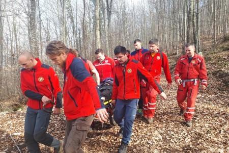Brzom akcijom spašavatelja spašen drvosječa u šumskom predjelu Švice