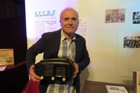 U Pučkom otvorenom učilištu u Gospiću otvorena izložba starih radio aparata