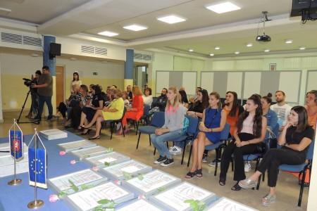 Dodijeljene diplome polaznicima osposobljavanja u sklopu projekta Odškrinimo vrata zapošljavanju