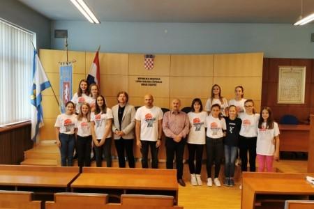 Mlade zvijezde Gospića, košarkašice ŽKK Gospić danas primio gradonačelnik Karlo Starčević sa suradnicima