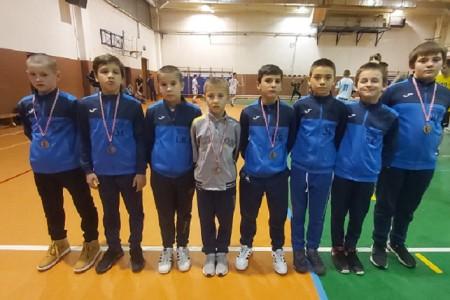 BRAVO: Hrvači Gospića s jakog turnira iz Petrinje vratili se s pet medalja, Dario Grgurić proglašen najboljim domaćim hrvačem