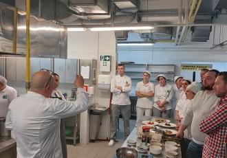 Najbolji hrvatski kuhar Hrvoje Zirojević održava edukaciju za ličke kuhare