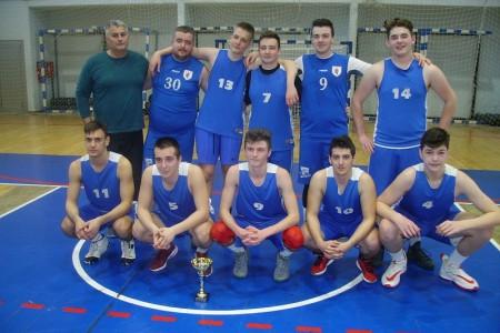 Srednjoškolci iz Otočca igraju najbolju košarku u županiji