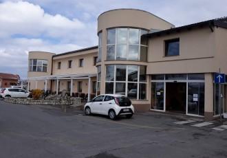 Hotel Ana Gospić  nudi brojna jela i pića i dostavlja ih  po narudžbi, nazovite ih