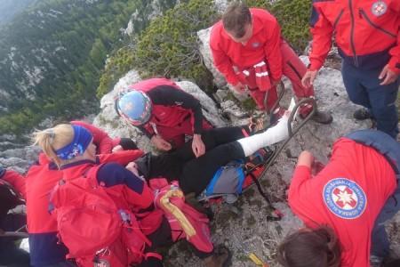 Uvijek spremni: gorski spašavatelji spasili ozlijeđenu planinarku na Velebitu