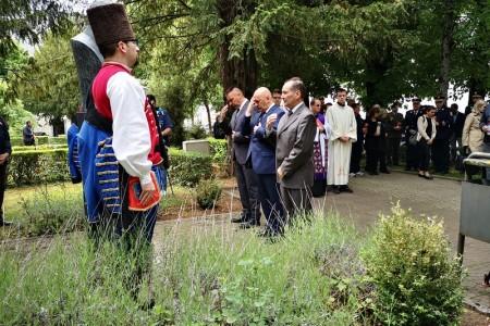 Vijencima, svijećama i misom u čast Dana državnosti