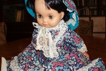 """Darujte ili posudite svoje stare lutke za potrebe izložbe """"Lutka prije barbike; pogled na odrastanje u Lici 20. stoljeća""""."""