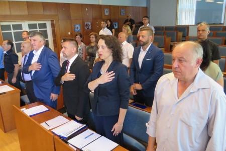 Pukla koalicija u Vijeću grada Gospića okupljena oko HDZ-a, osnovan Klub nezavisnih vijećnika i HSS-a koji ne podupire predsjednika Petra Radoševića